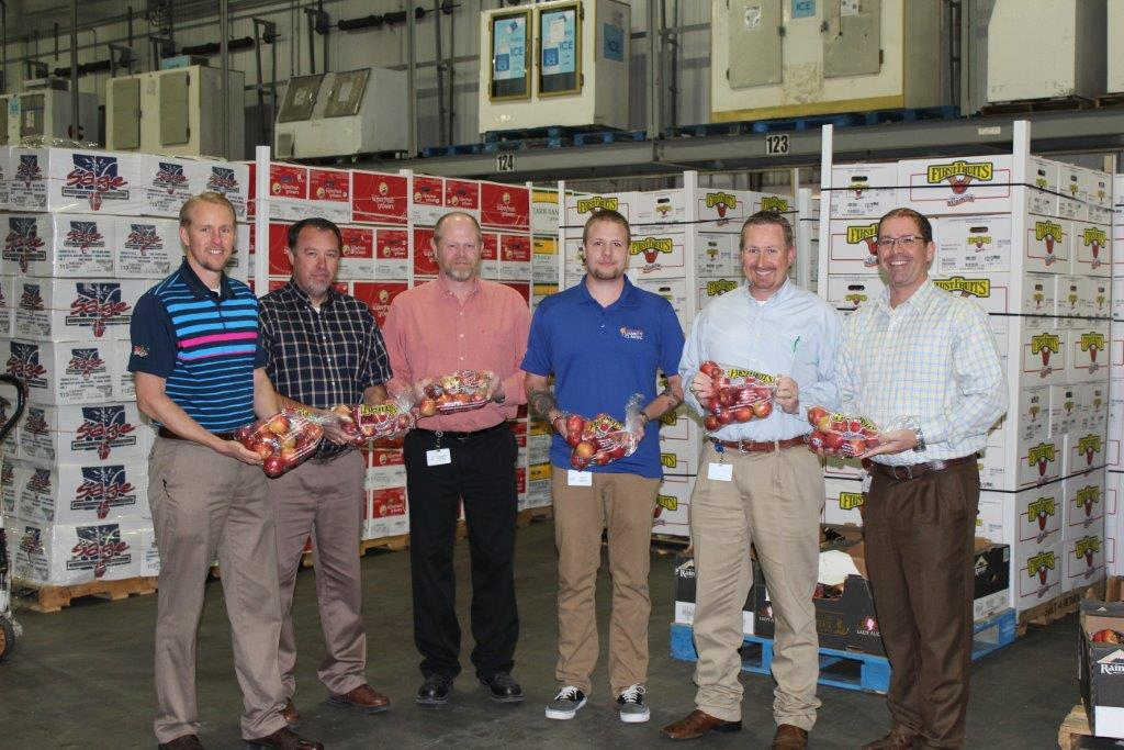 Picture of The United Family produce team celebrates more than 140,000 pounds of apples being donated to food banks in Texas and New Mexico.